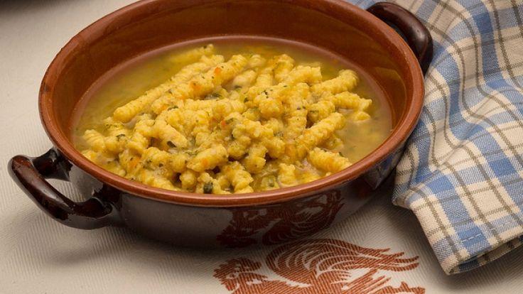 Ricetta originale passatelli al formaggio di fossa romagna. http://winedharma.com/it/dharmag/ottobre-2013/un-ricetta-simbolo-della-cucina-romagnola-e-marchigiana-passatelli-brodo-al-for