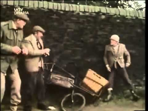 Last Of The Summer Wine  s07e03  -   The Waist Land (+playlist)