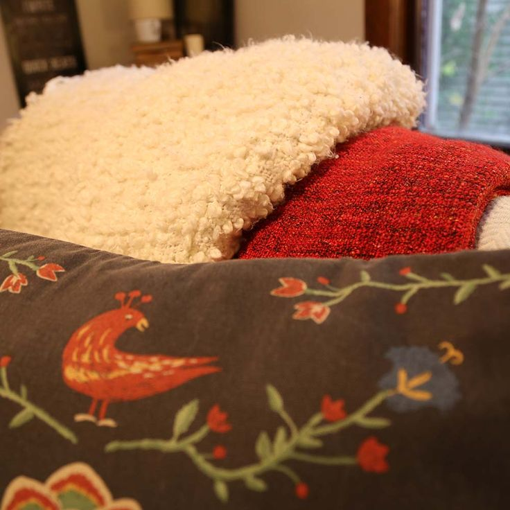 10 Instant Tricks To Make Your Apartment Or Home Feel Cozy Fluffy Blankets And Cotton Throws