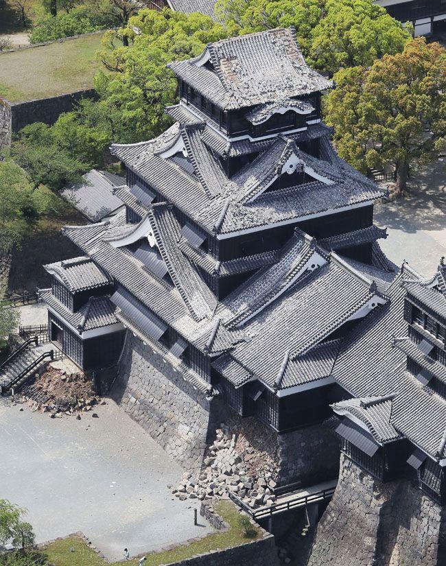 熊本城も地震で被害~天守の瓦落ち、石垣崩落~ 写真特集