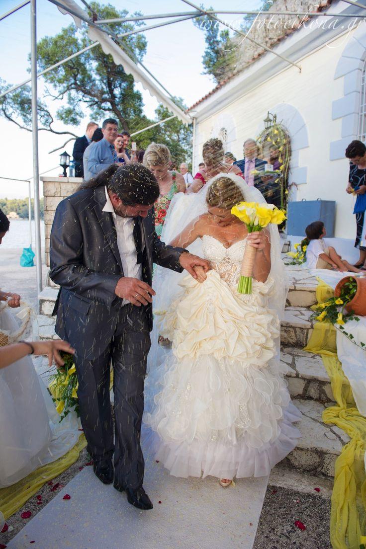 Lively couple & lovely wedding photos Agia Kyriaki Church Nidri #Lefkas #Ionian #Greece #wedding #weddingdestination Eikona Lefkada Stavraka Kritikos
