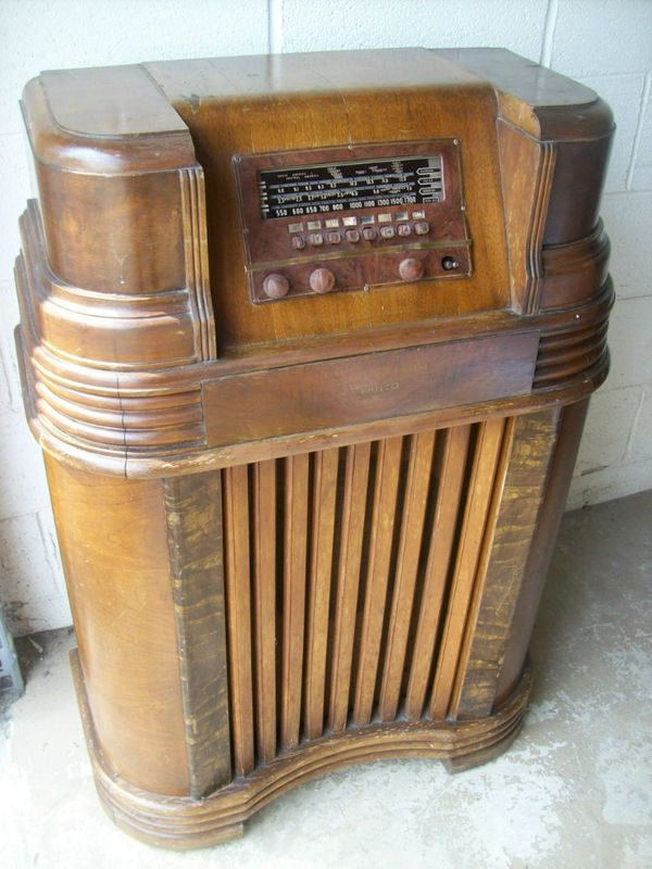 Philco Radio - They don't make 'em like this anymore - a real pity.  Most of them like this had AM/FM/shortwave bands.