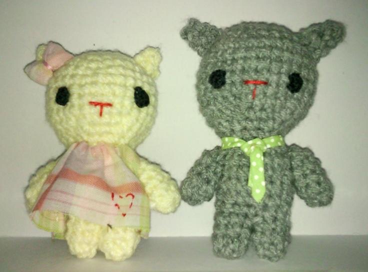 Norma y Fernando, pareja de gatitos amigurumis. facebook.com/CalmaChicaa