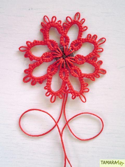 Ik ben vandaag even met mijn nieuwe spoeltjes  aan het oefenen geweest! Ze werken prima! =) Ik heb dit bloempje gemaakt om een knoop ...