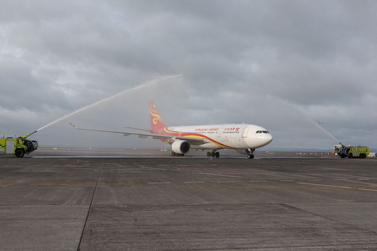 Hong Kong Airlines made its inaugural first daily direct service to Auckland, New Zealand yesterday.  Airbus A332 aircraft with 283 seats, including 24 business class seats was deployed on the route.  To commemorate the official launch of this new route, Hong Kong Airlines held celebration events at Hong Kong International Airport and Auckland Airport.
