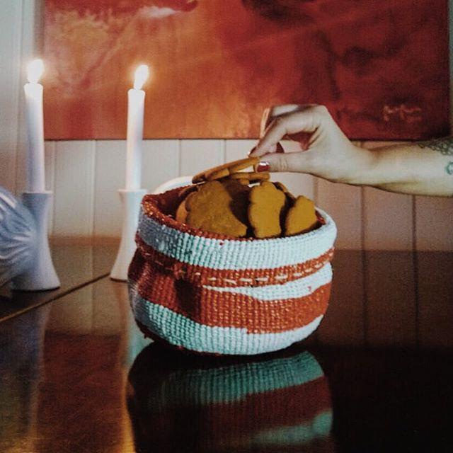 Mifuko Kiondo baskets and gingerbread are good friends too. Happy Christmas time.   Mikukon Kiondot ja piparkakut ne yhteen soppii. Iloista joulun aikaa :)