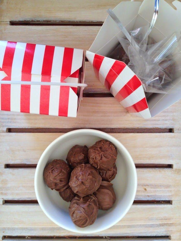 SERENDIPITY AND KATE: Hazelnut Milk Chocolate Truffles aka homemade Ferrero Rochers  http://serendipityandkate.blogspot.com.au/2014/12/hazelnut-milk-chocolate-truffles.html