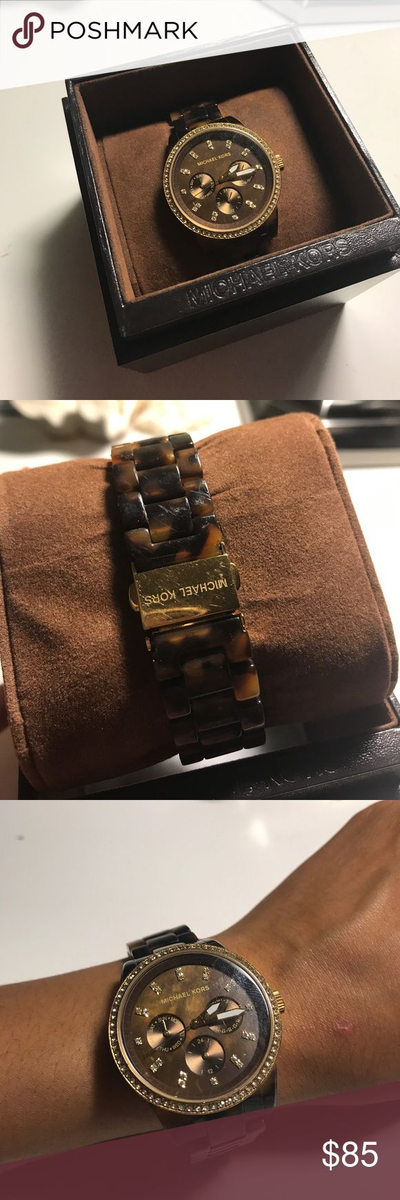 Michael Kors Tortoise Watch This lightly used tortoise watch is a great watch for the fall! Watch does. It have a battery but comes in great working condition. Comes with box and extra links. MICHAEL Michael Kors Accessories Watches