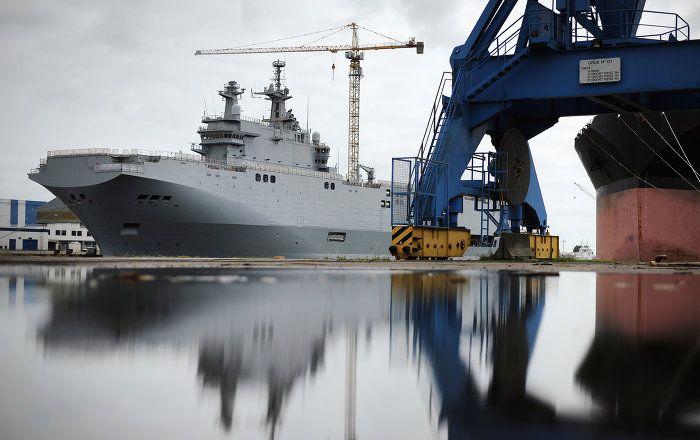 Kremlsprecher Dmitri Peskow hat die jüngste Erklärung von Polens Verteidigungsminister Antoni Macierewicz zurückgewiesen, wonach Ägypten zwei in Frankreich gebaute Mistral-Hubschrauberträger für einen symbolischen Preis von 1 US-Dollar an Russland weiter verkauft habe.