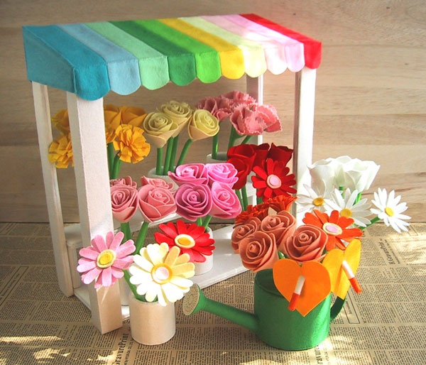 beautiful flowershop with roses, tulips, madelieffies and more!