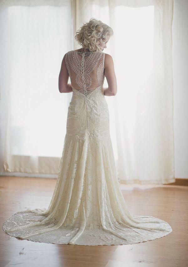 Vestido de noiva de L´Ezu Atelier. #casamento #vestidodenoiva #costas