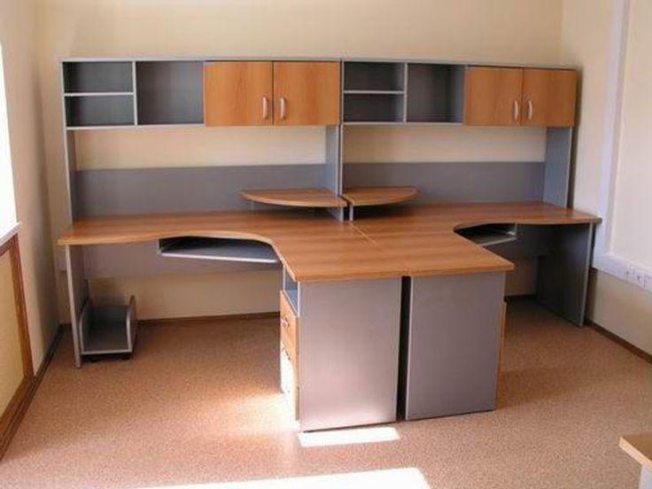 Столы для персонала с надстройками.