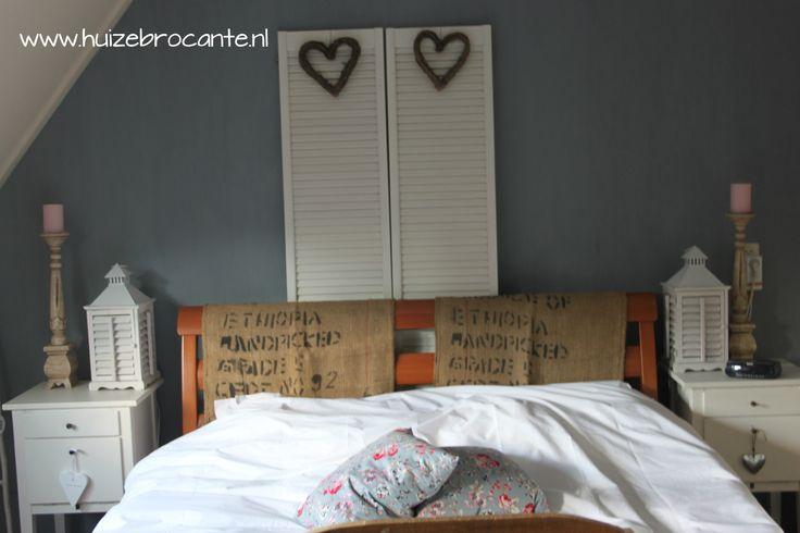 Brocante Slaapkamer Accessoires : en stoere koffiezakken als decoratie ...
