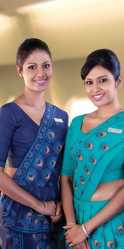 Uniforme SriLankan Airlines      Sri Lankan Airlines Limited (en cingalais : ශ්රී ලංකන් ගුවන් සේවය, en tamoul : ஸ்ரீலங்கன் ஏர்லைன்ஸ்) est la compagnie aérienne nationale du Sri Lanka.