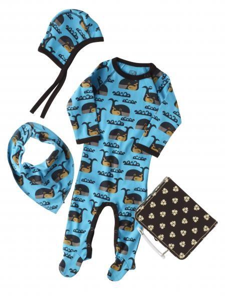 New Born setje bestaande uit jumpsuit, slabbetje, mutsje en handig koffertje voor een klein pasgeboren jongetje of meisje