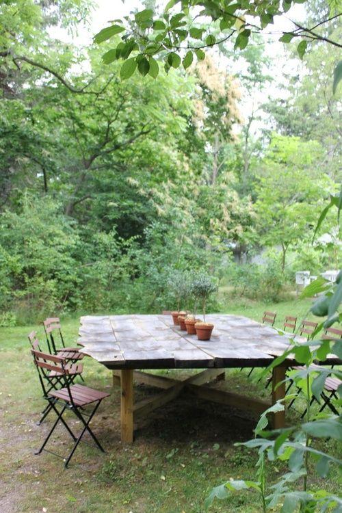 lovely backyard table...big enough for a big ol' dinner