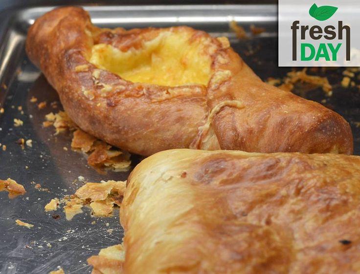 Ζεστά φρεσκοψημένα πεϊνιρλί σε 5 απολαυστικές επιλογές:  Τυριών  Aλλαντικών Απ' όλα Χωριάτικη  Con crema  Καλέστε μας στο 2310889000 & 6976889000 what's up και θα τα έχετε σε λίγο κοντά σας!  Ώρες λειτουργίας 08:00 π.μ. έως 02:00 π.μ.  #freshday #κρέπα #καφέ #pizza #club #burges #Θεσσαλονίκη #Delivery