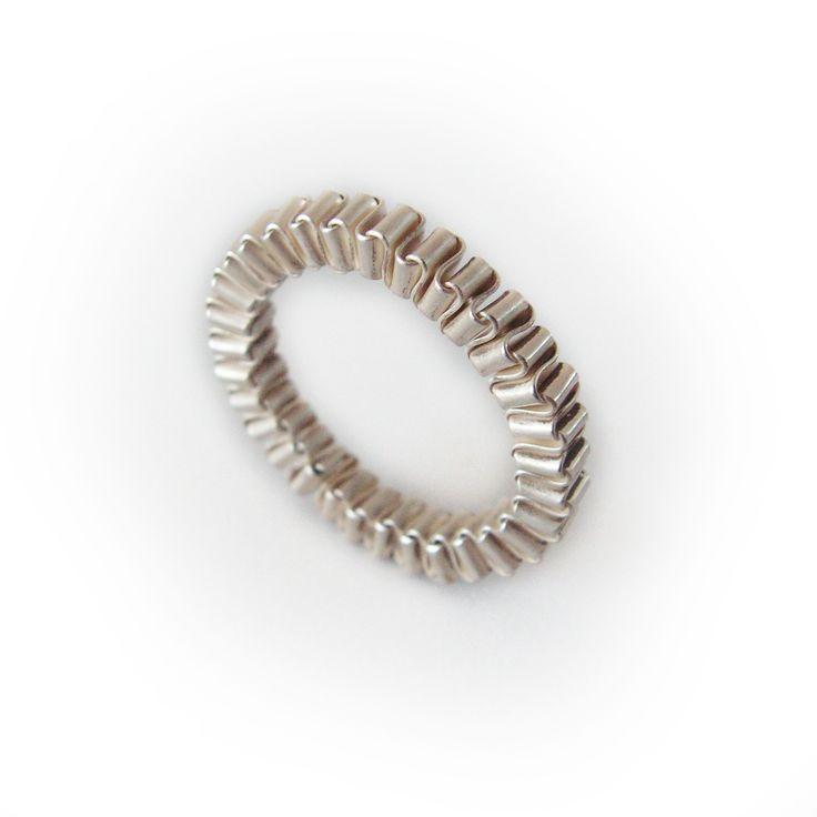 Sieraden van zilveren muizentrappetjes door Corina Rietveld nu bij Kunstuitleen Zwolle!