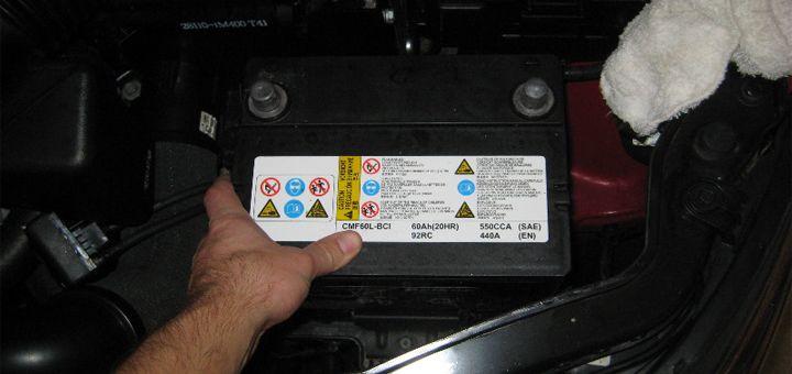 Enerjet | Baterías selladas de libre mantenimiento vs de bajo mantenimiento | unque algunos no se pongan de acuerdo, la parte más importante del auto es la batería. Sin ella y sin la energía que brinda, nada funcionaría como debe. Sin embargo, no todas las baterías para autos son iguales, pues la tecnología que presentan varía según el tipo.