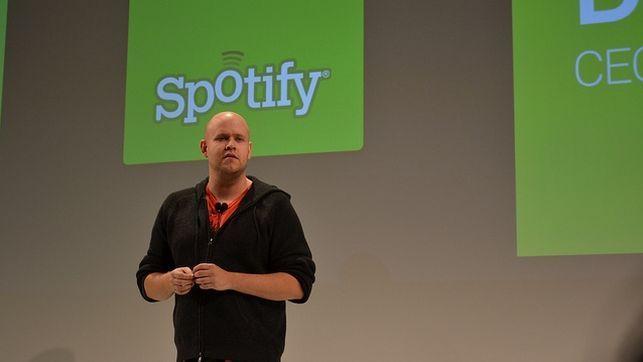 Spotify empieza a desplegar funciones de red social / pablogbej @diarioturing   Las páginas de artistas y usuarios muestran un contador de seguidores, al estilo de Twitter : los servicios legales de música por streaming son la principal causa del descenso de las descargas P2P en Estados Unidos   #readyforsocialmedia