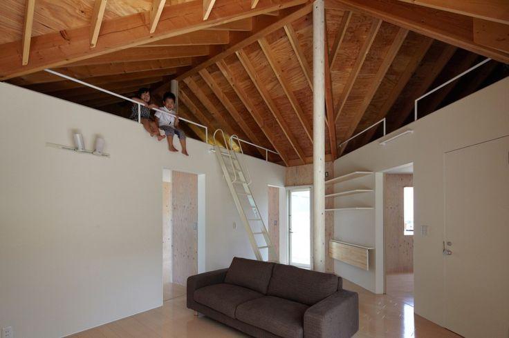 Branch House / KINO Architects  O casa cu multe curti (ca niste camere in aer liber) si (cel mai fain!) cu un pod deschis ce poate fi folosit cum te taie capul.