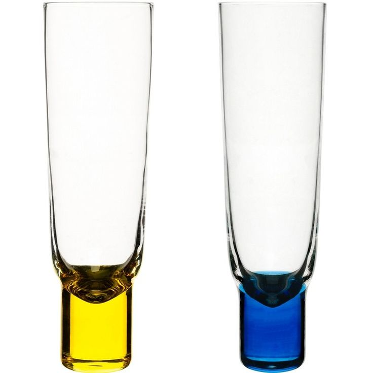 Classic Swedish colours to celebrate in style with Club champagne glasses.