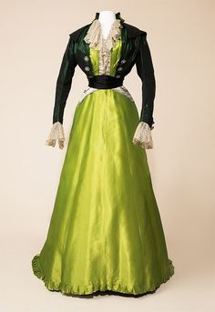 """Worth afternoon dress, 1907-09 From the exhibition """"Fashion & Freedom"""" at Manchester Art Gallery Historical fashion and costume design."""