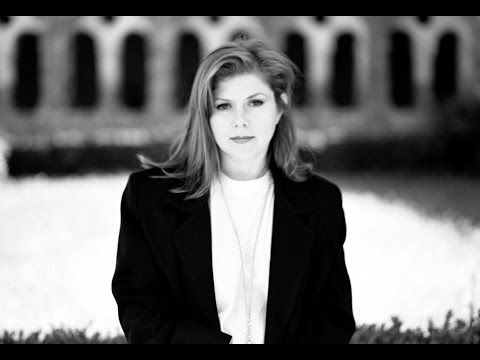 Documentary chronicling the life of Kirsty MacColl. Featuring contributions from amongst others, Billy Bragg, Bono, Shane MacGowan, Johnny Marr, French & Sau...