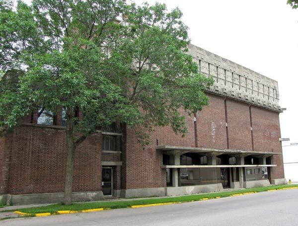 Фрэнк Ллойд Райт (Frank Lloyd Wright): A. D. German Warehouse, Richland Center, Wisconsin (Складские помещения А.Д. Германа, Ричленд-Центр, Висконсин), 1915—1921
