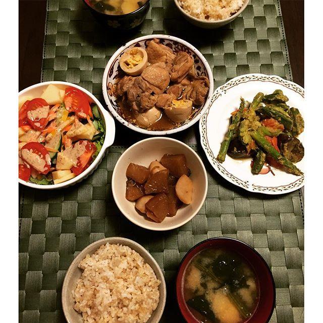 rankoma#夜ごはん#おうちごはん#料理#手料理#晩ごはん#煮物#ルクルーゼ#鶏肉#煮込み#玄米#和食#dinner#japanesefood#food#japanese#homemade#instagood#good#instafood ☆鶏肉とゆで卵のほろほろ煮 ☆大根と里芋の煮物 ☆アスパラとオクラとトマトと茄子とアボカド  のにんにく炒め ☆りんご入り生サラダ ☆じゃがいもとほうれん草のお味噌汁