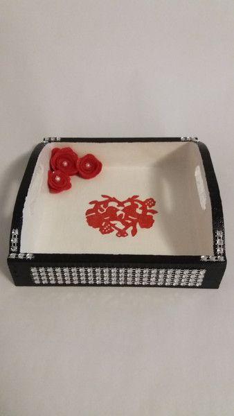 """Valentinstagsgeschenke - Holzschale """"Turteltäubchen"""", schwarz-rot-weiß - ein Designerstück von Leilas-Geschenkideen bei DaWanda"""