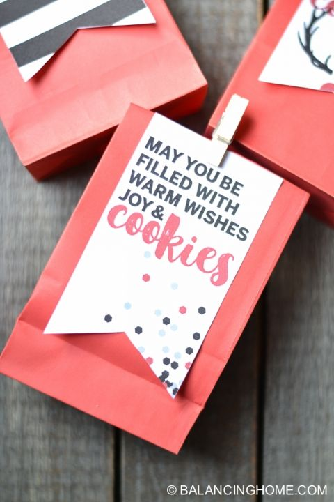 "Free holiday cookie bag printable: ""may you be filled with warm wishes, joy & cookies"""