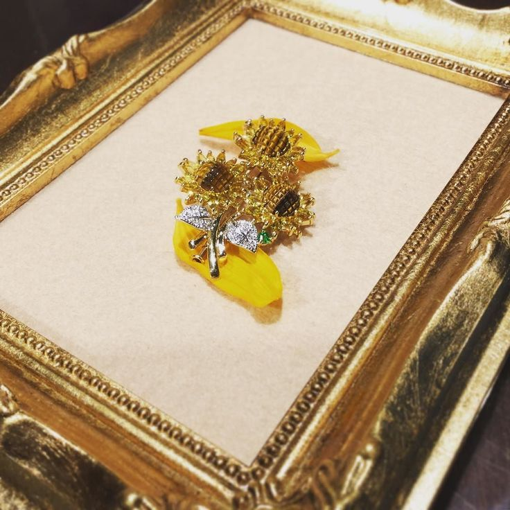 Yellow Sapphire Brooch with diamonds of Sunflower  Available for reservation online (please comment below) and at our Ginza Watatsumi store.  東京都中央区銀座二丁目7番18号Melsa Ginza 2F  7ー18 Ginza 2nd Chome Ginza Melsa 2nd floor Ginza Chuo District Tokyo  #jewelrydesigner #jewellerymaking #jewelry #jewel #jewelrygram #fashion #fashionista #jewelrydesign #brooch #sunflower #sunflowers #jewellery #ginza #銀座 #ジュエリー #ジュエリーショップ #ジュエリーデザイナー #ジュエリーコーデ #ジュエリーデザイン #ブローチ #向日葵