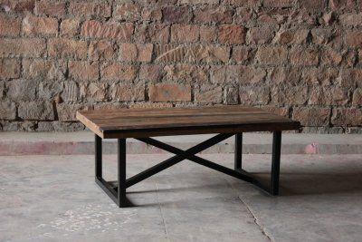 Soffbord med bordsskiva av återvunnet trä