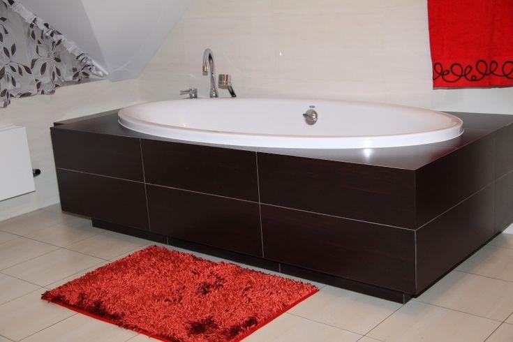 Koupelnový koberec červené barvy