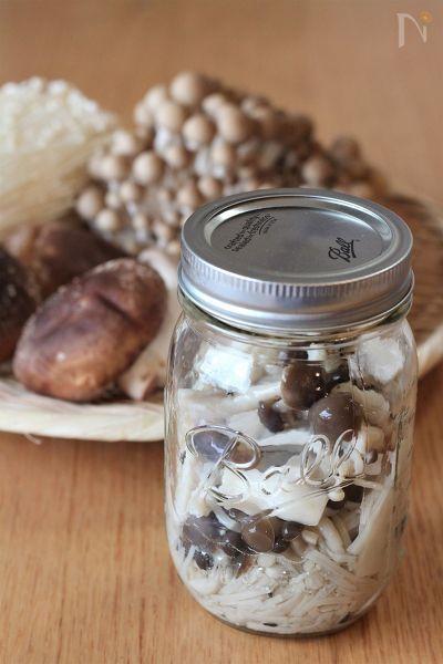 きのこの塩漬け「塩きのこ」    パスタや炊き込みご飯、スープやソースなど、アレンジ自在。  冷蔵庫で4~5日保存できます。