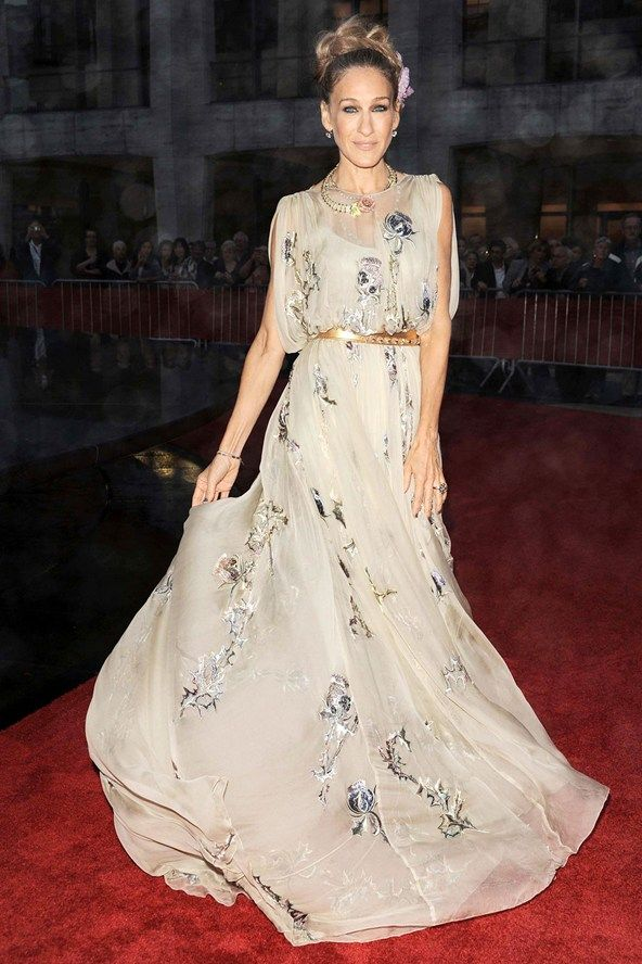 At the New York City Ballet autumn gala wearing a Valentino Couture dress, accessorised with Fred Leighton jewels and Christian Louboutin shoes.