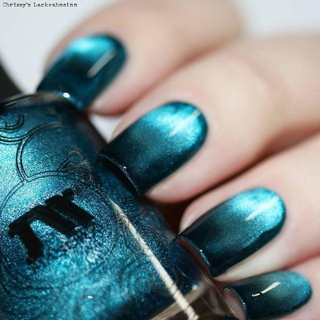 Masura:  Sky Sapphire  ... a blue magnetic nail polish