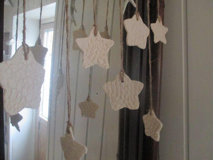 Saga og jeg har prøvd å være litt kreative. Vi har laget julepynt av hjemmelaget leire. Leiren kan du lage slik; 2 dl ...