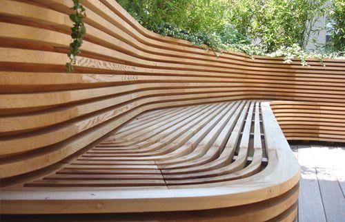 Utilizar madera puede resalzar y dar color a tú jardín. Visita nuestro blog: www.lleidatanamediambient.com/blog