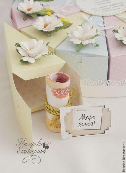 Купить или заказать Бумажный торт с пожеланиями в интернет-магазине на Ярмарке Мастеров. Бумажный торт - это отличный способ поздравить именинника оригинально и необычно! Торт состоит из 12 кусочков. Можно использовать в качестве бонбоньерок на свадьбу. Тортик может быть выполнен в стиле свадьбы, дня рождения, нового года или другого события, для мужчин, женщин, детей. Пожелания подбираются индивидуально. На любом торжестве такой подарок будет иметь огромный успех и большой интерес&hellip...