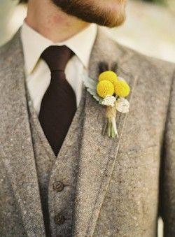 costume style ancien cravate marron petit bouquet en épingle