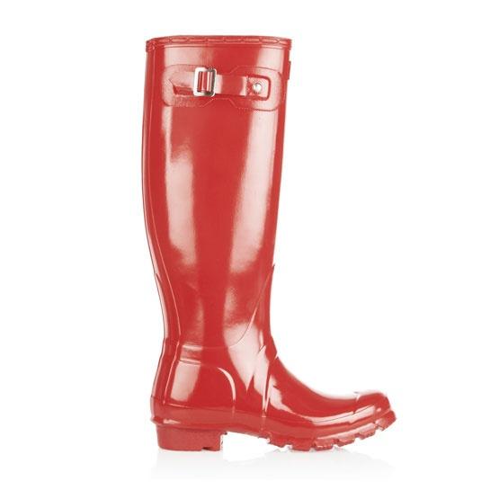 Hunter bottes de pluie rouge http://www.vogue.fr/mode/shopping/diaporama/cadeaux-de-noel-rouge-fatal/10938/image/651526#hunter-bottes-de-pluie-rouge