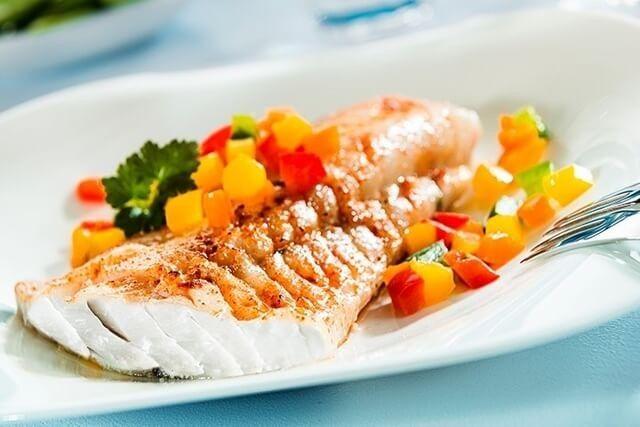 فواید مصرف ماهی های روغنی کوچک برای زنان باردار:مفید برای چشم مادر و جنین با مصرف ماهی،جلوگیری از کم خونی و آسیب سلول های زنان باردار و جنین،ارسال پروتئین کافی به بدن زنان باردار و جنین ، با مصرف ماهی های روغنی کوچک