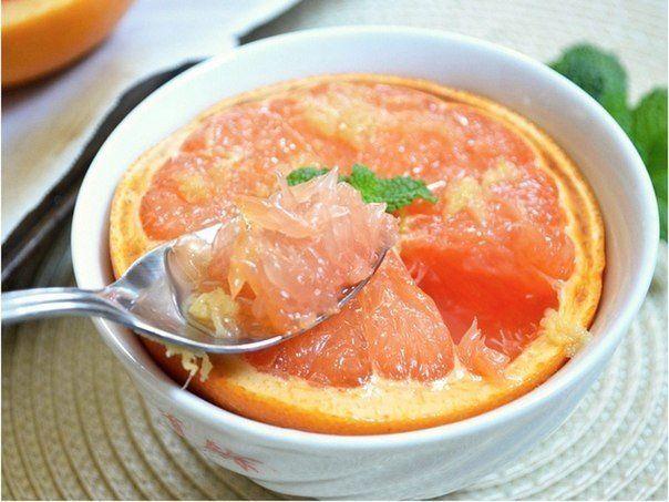 Ak  nemáte  radi  grapefruit  kôli  jeho  horkosti ,  musím  vás  upokojiť...Pečením sa  horkosť stratí ,a  pridaním  medu pripravíte  skvelý  nezvyčajný  dezert.Je  skvelý, teplý šťavnatý...