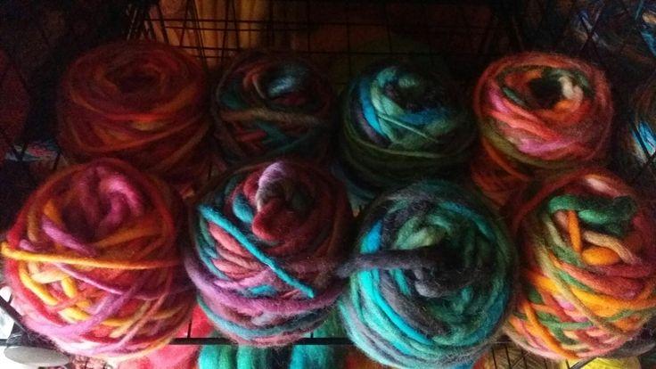 Hilados en huso y teñido artesanal 100 % lana oveja