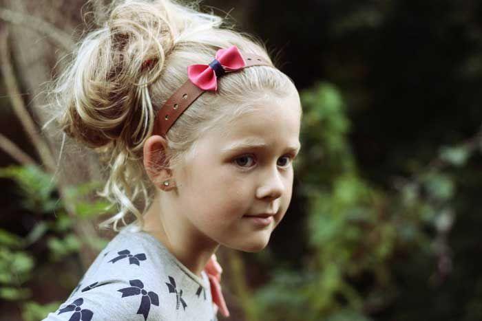 Hier is een mooie voorbeeld van de lederen haarband Bibi met roze strik van hipenhaar.nl #hip #roze #haarband #meisjes #kinderkleding #haaraccessoires #kids