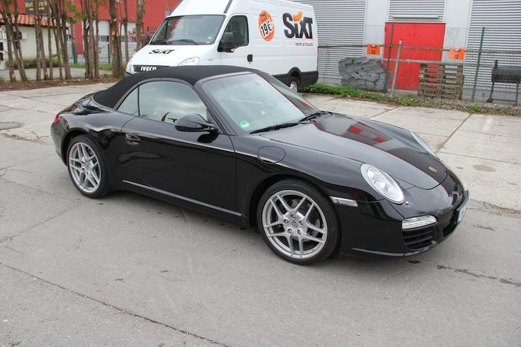 VFV Folien und Werbetechnik Vollverklebung Porsche 997 Cabrio in schwarz glänzend.