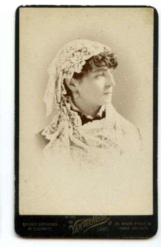 1880s UNUSUAL PORTRAIT WOMAN IN LACE CDV PHOTO CARTE DE VISITE VICTORIAN FASHION