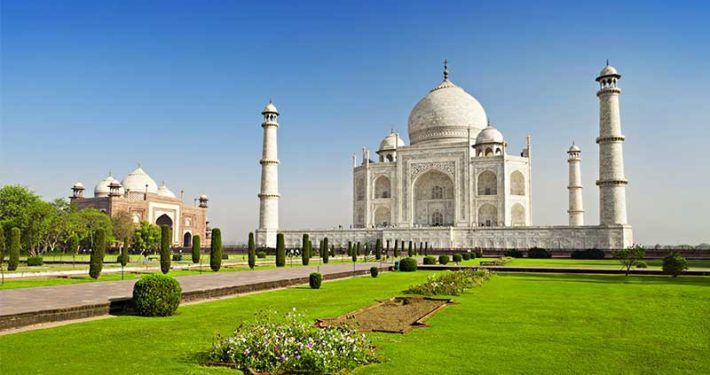 3. HAVE A VISIT TO THE MONUMENT OF LOVE, THE TAJ MAHAL